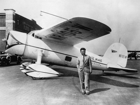"Wiley Post en su ""Winnie Mae"""