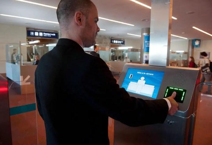Aeropuerto de Ezeiza - Control biometrico 02