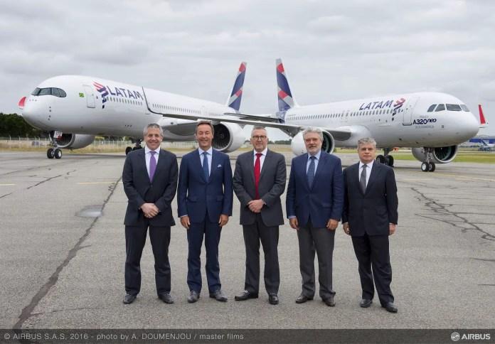 Roberto Alvo (LATAM), Fabrice Bregier (Airbus), Enrique Cueto (LATAM), Rafael Alonso (Airbus) y Jose Maluf (LATAM)