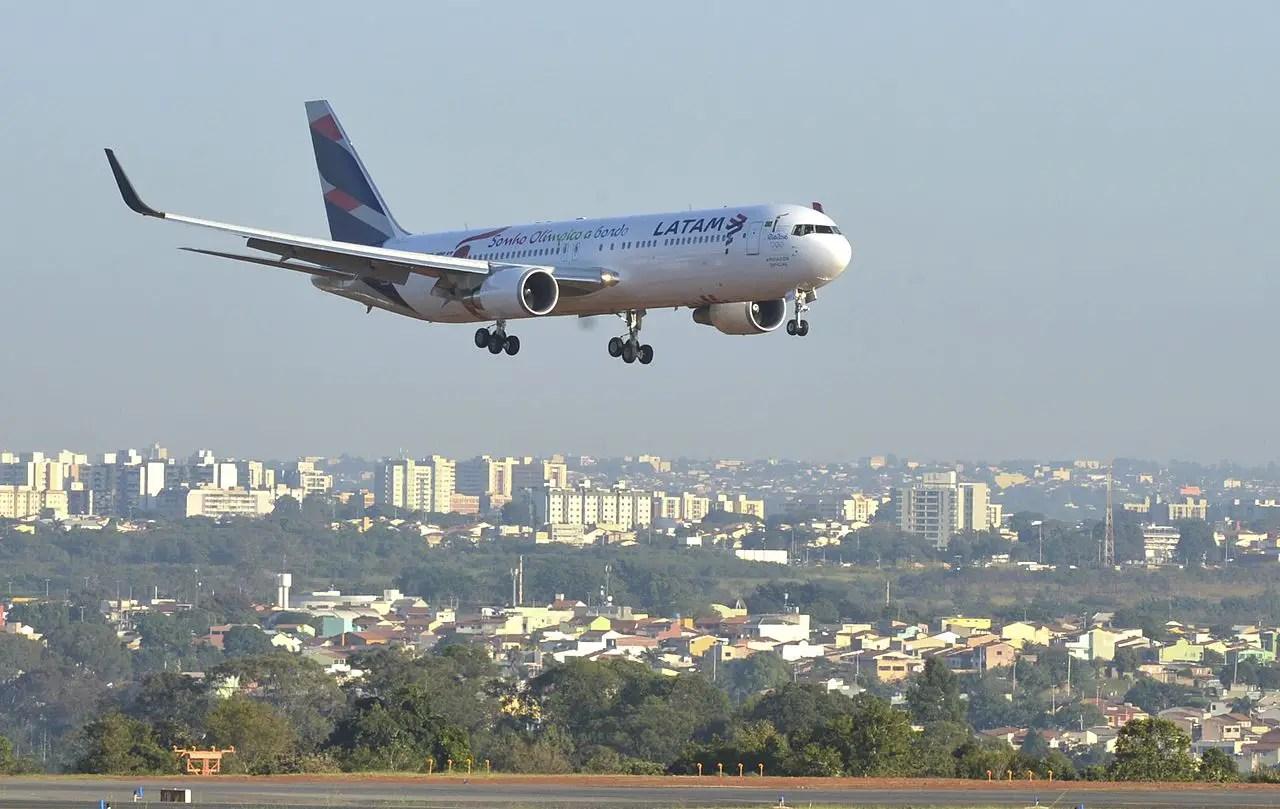 https://i2.wp.com/www.aviacionline.com/wp-content/uploads/2016/08/LATAM-Airlines-Boeing-767-300-ph-Antonio-Cruz-Agencia-Brasil.jpg