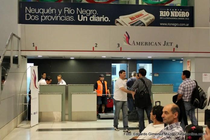 Mostradores de check in de American Jet en el aeropuerto de Neuquén