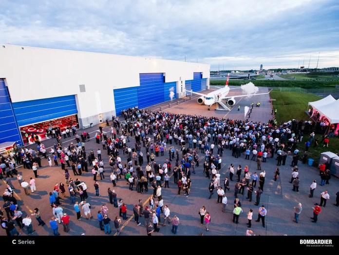 Ceremonia de entrega del primer CS100 a SWISS