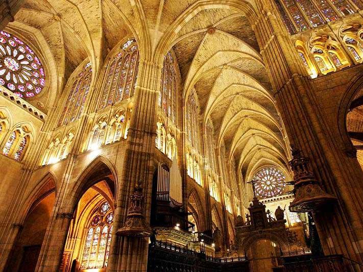 Interior de la Catedral de León - un día en León