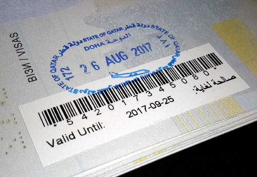 Штамп в паспорте пограничника в Дохе