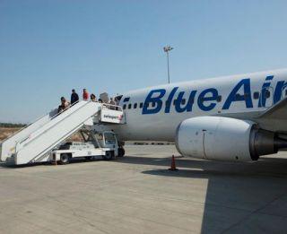 blue air avion pasageri