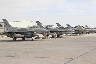 f-16 royal jordanian air force attaccano isis in iraq e siria