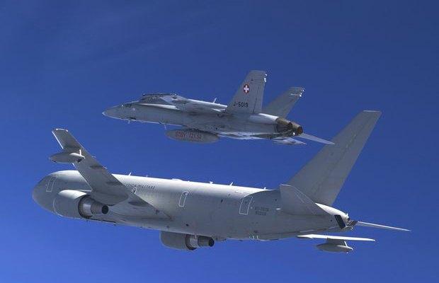kc767 aeronautica militare italiana rifornisce in volo gli f-18 svizzeri