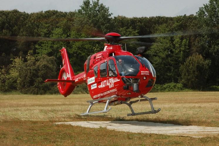 elicottero dell'aiut alpin dolomites
