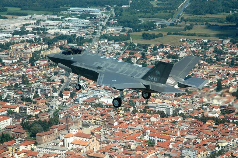 decolla il primo f-35 dell'aeronautica militare