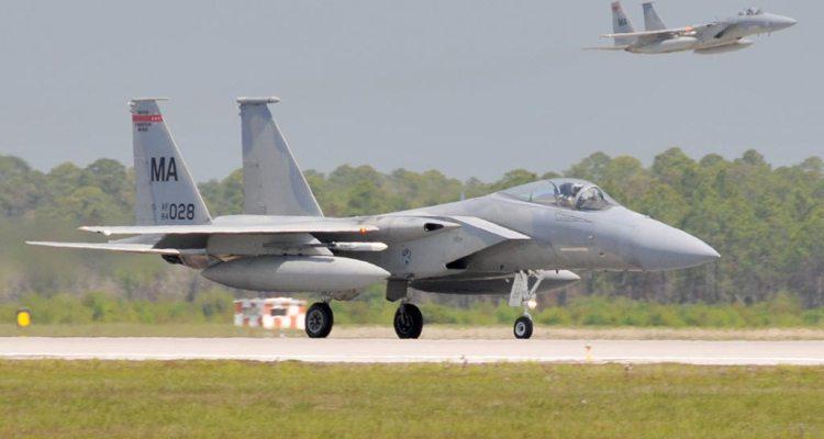 caccia intercettori F-15C Eagle americani