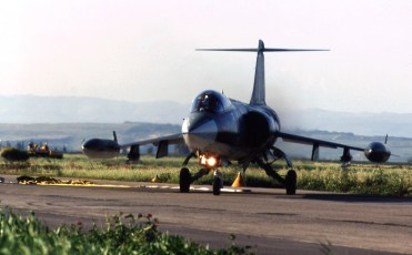 nel 1998 lo Stormo si rischierò sulla base di Sigonella Catania per lavori di manutenzione delle due piste di Trapani Tirgi.