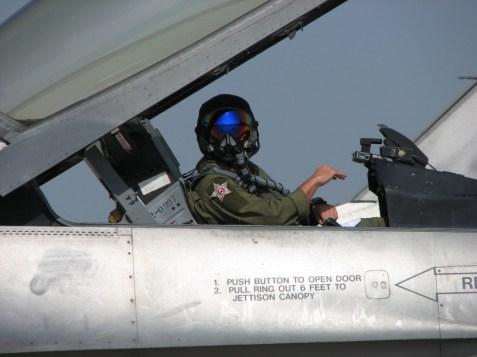 il-maggiore-catucci-a-bordo-di-un-velivolo-f-16