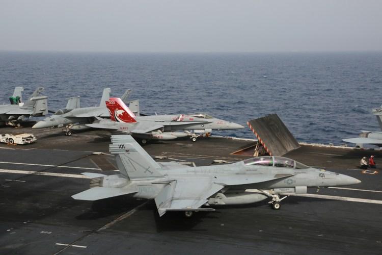 caccia americani sulla portaerei uss eisenhower