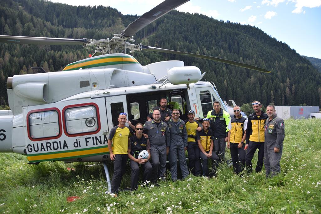 personale SAGF e Sezione Aerea Bolzano Guardia di Finanza