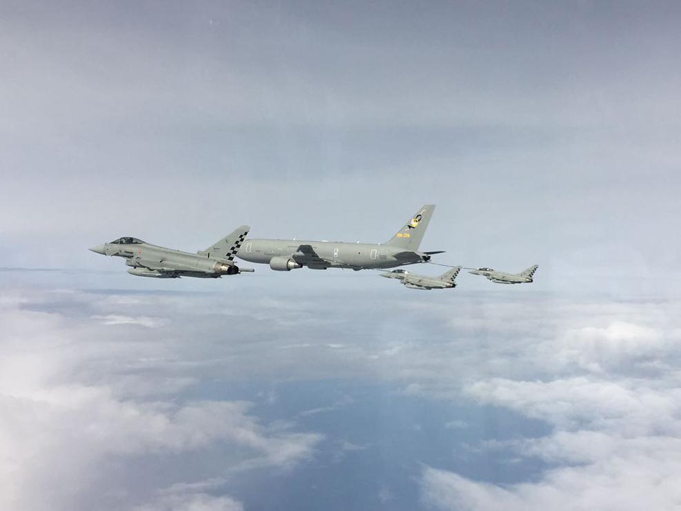 Rifornimento in volo con KC-767A