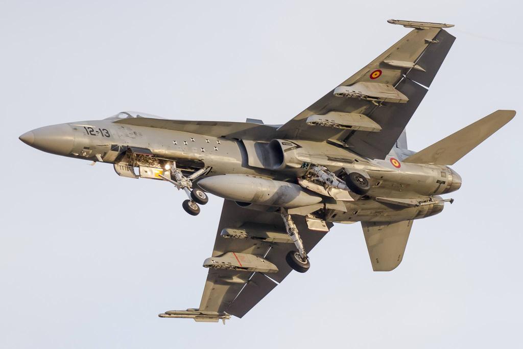 F-18 Hornet Ejercito del Aire in atterraggio