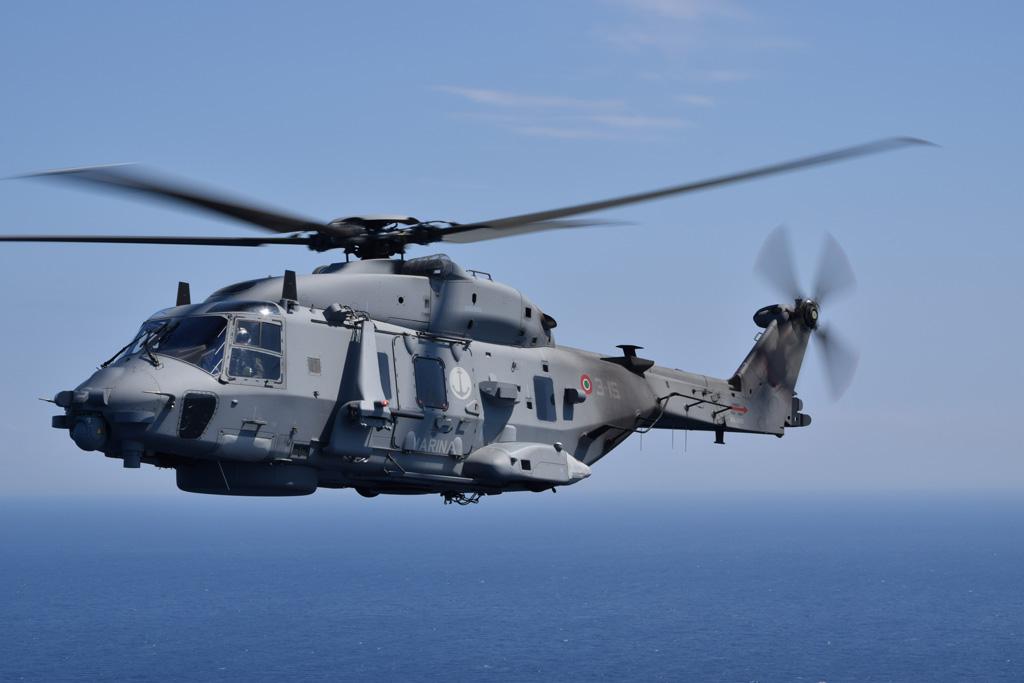 Elicottero 90 : Marina militare in volo con gli sh del ° gruppo