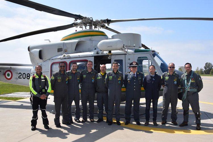 Il Comandante Gen. Guarini e il personale di volo della GdF