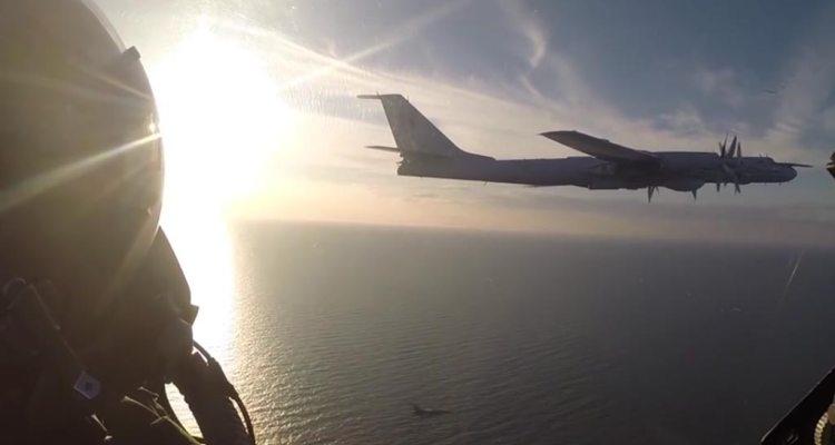F-16 danesi intercettano tu-142 russo sul mar baltico
