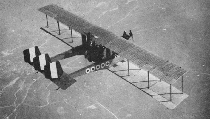 bombardiere Caproni in volo sul fronte