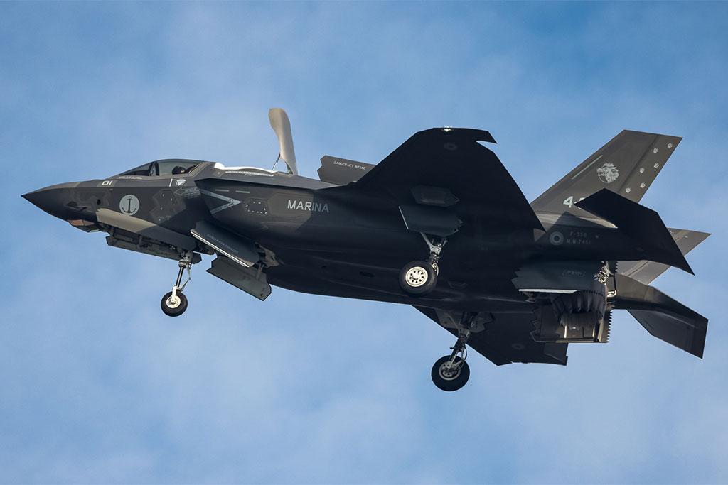 Aereo Da Caccia F 22 Raptor : L f b della marina militare in volo di trasferimento