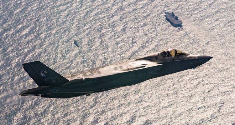 Gli F-35B inglesi atterrano per la prima volta sulla portaerei HMS Queen Elizabeth