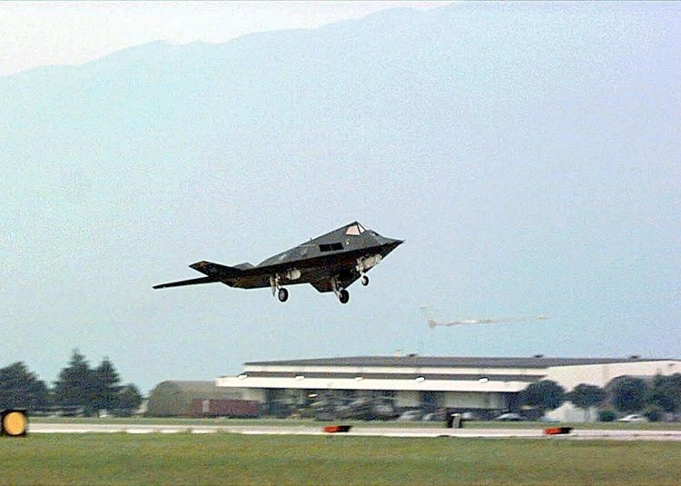 USAF F-117  in decollo da Aviano del 1999