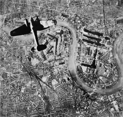 THE BATTLE OF BRITAIN, JULY-OCTOBER 1940 (C 5422) A German Heinkel He 111 bomber flying over the Isle of Dogs in the East End of London at the start of the Luftwaffe's evening raids on 7 September 1940, the first day of the Blitz. Copyright: © IWM. Original Source: http://www.iwm.org.uk/collections/item/object/205022027