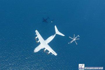 rifornimento in volo A400 e Caracal Armée de l'Air
