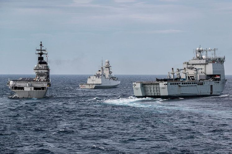 The-Italian-carrier-ITS-Giuseppe-Garibaldi-frigate-ITS-Carlo-Bergamini-and-RFA-Lyme-Bay-manoeuvre-in