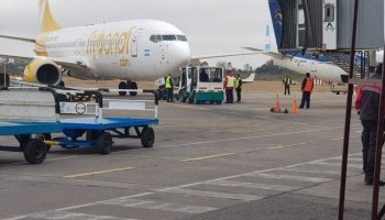 Brand new Serene Air Boeing 737 hits tow tug (pictures