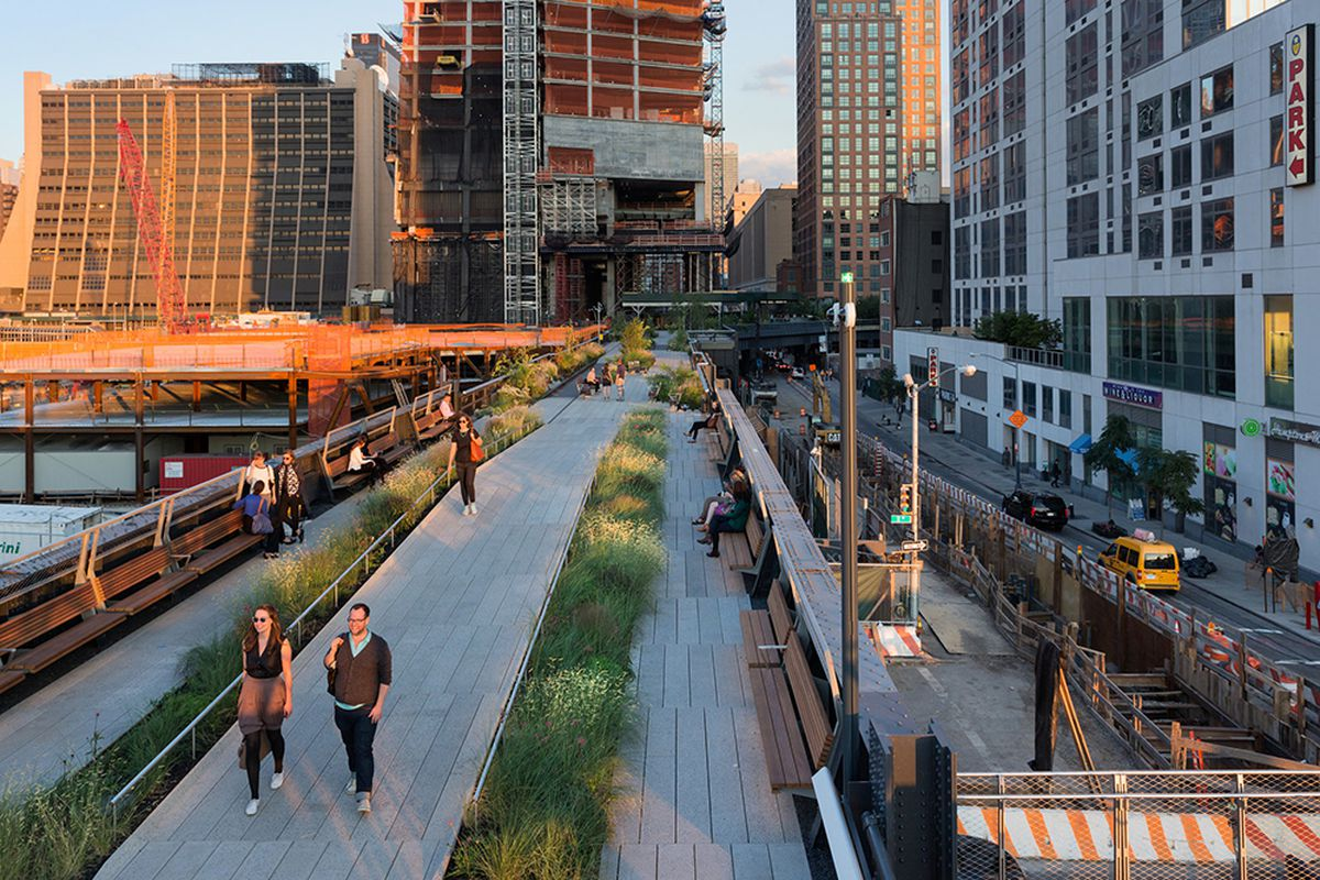 Condos Padding The High Line Are Ridiculously Pricier Than Their Neighbors