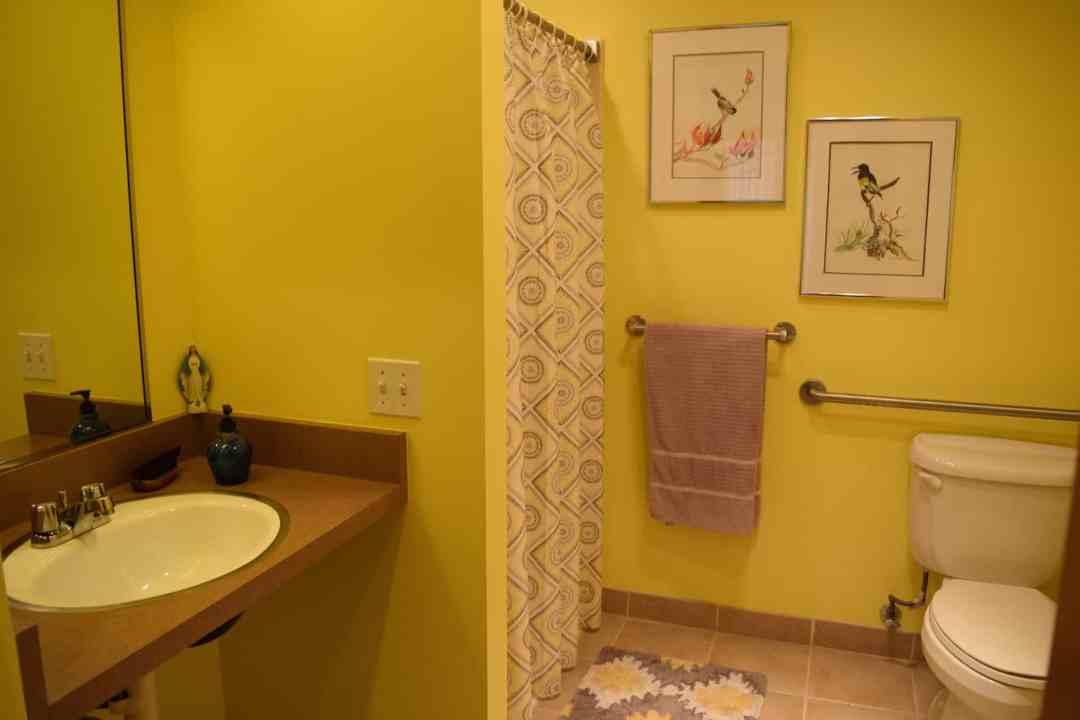 AvilaGardens_ATG_room_bathroom