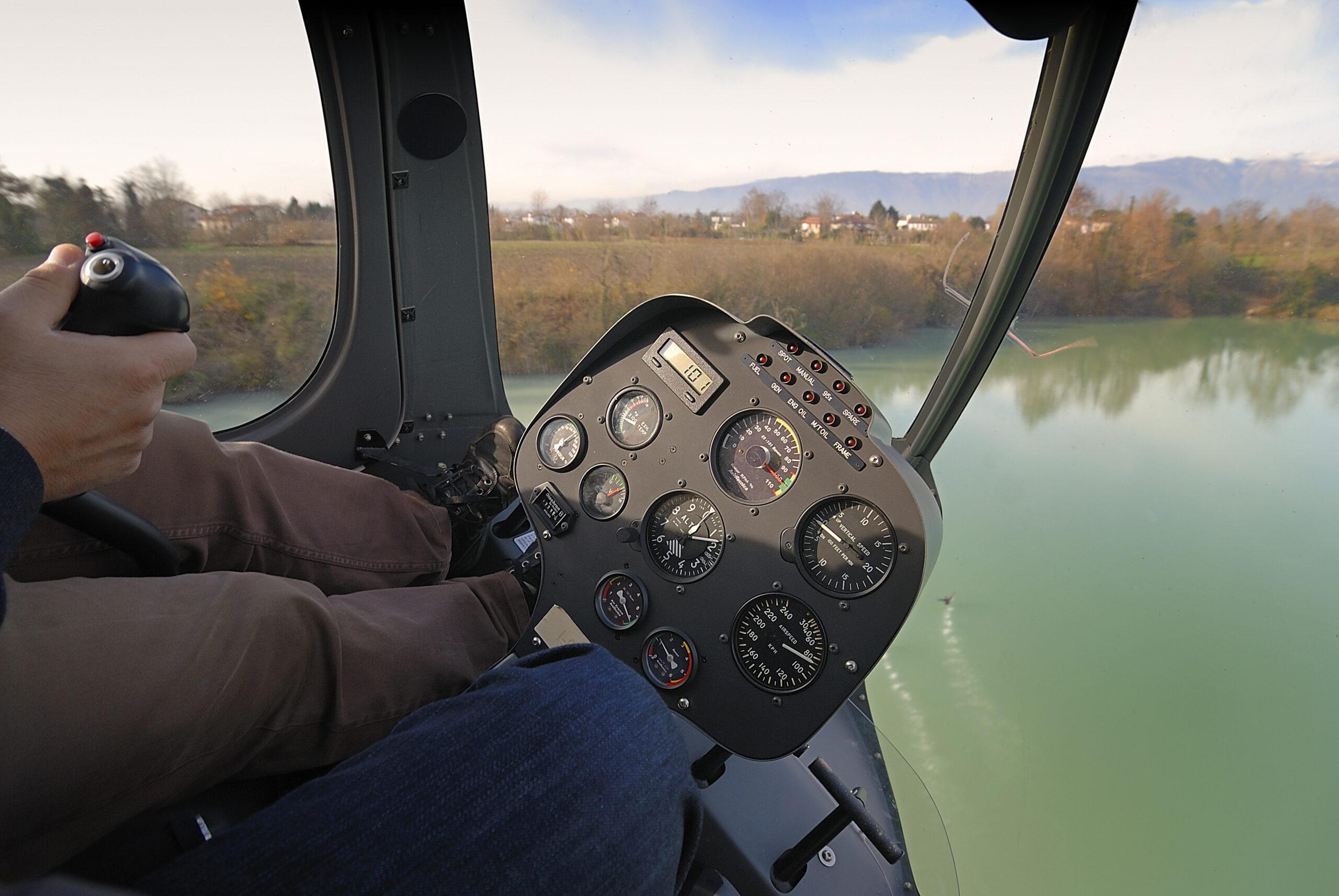 La cabina del Syton AH-130 di Alpi Aviation
