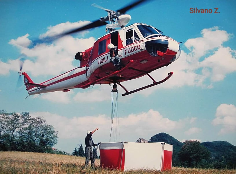 Foto elicottero dei Vigili del Fuoco AB204