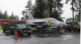 Saab JA37 Viggen à l'entrée du musée