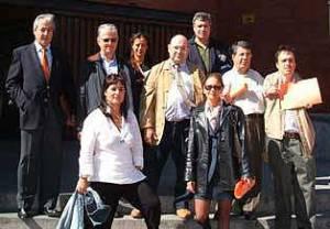 Nadia Malavasi, junto al Adjunto 1º del Defensor del Pueblo y otros afectados europeos y México, en la mesa redonda que organizó AVITE en la Universidad de Alcalá de Henares en 2005.