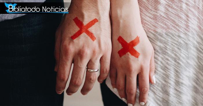 ¿Kari Jobe y otros cristianos porque tenían una X roja en la mano en esta semana? Aquí el motivo.