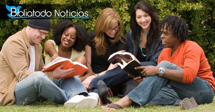"""Encuestas revelan que aquellos que leen Biblia """"están más confiados y son más generosos"""""""