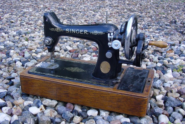 singer-sewing-machine-2-1459034
