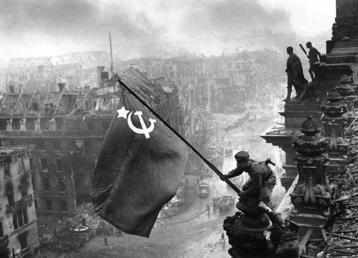 The+Soviet+flag+over+the+Reichstag%2C+1945+%281%29