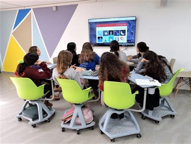 לימודים בקבוצה אולפנת צפירה קרמר אלקטרוניקה (צילום AVM)