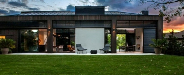 Modern house with sustainable design in New Zealand ...