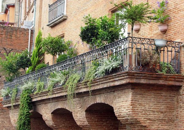 On Balcony Make Hanging Garden Cool Ideas For Small Garden On The Balcony Interior Design