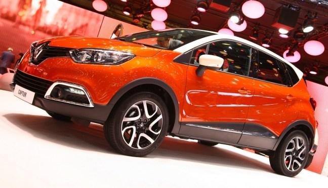 Renault Captur: zunaj cestnoterenski križanec, znotraj mali limuzinski kombi, ki naj bi tehtal toliko kot Clio.