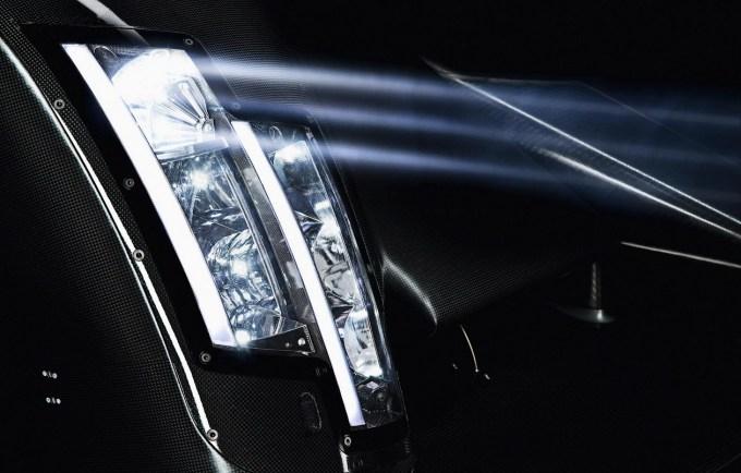 Tako kot BMW se je v prvi fazi tudi Audi odločil uporabiti laserko tehniko samo za 'podaljševanje' dolgega snopa matričnega žarometa LED.