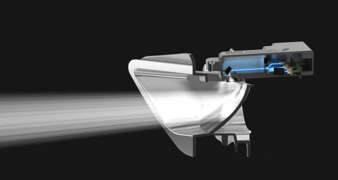 Zaradi velike gostote in skoncentriranosti laserske svetlobe so lahko reflektorji v laserskih žarometih veliko manjši kot doslej.