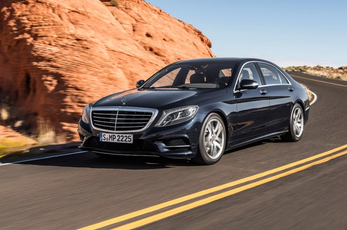 Novi BMW serije 7 se na trge pripelje septembra, v tem času pa ga je na ameriškem trgu občutno prekosil še vedno sveži Mercedes-Benz razreda S.
