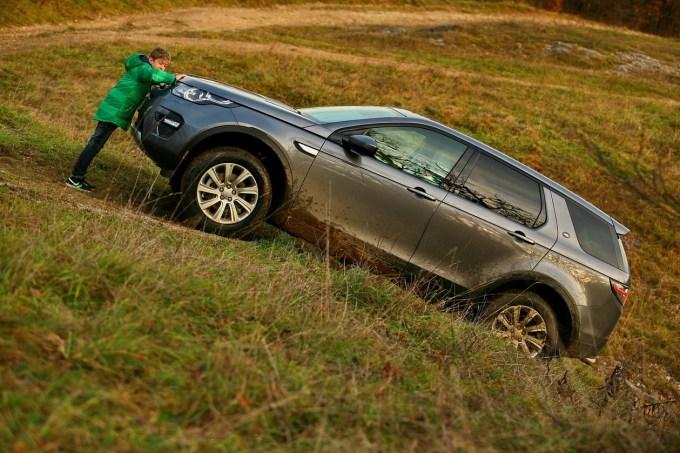 Land Rover Discovery Sport: športni terenec nešteto obrazov v uglednih oblačilnih, ki se ne boji resnega terena.