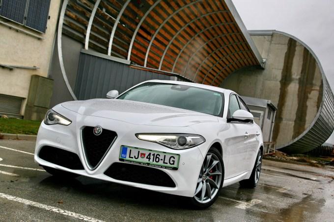 Vrnitev k zadnjemu pogonu in naprednim tehničnim rešitvam: Alfa Romeo Giulia.
